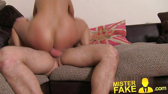 Hermoso sexo señoras mexicanas cogiendo con una encantadora pelirroja en posiciones cómodas