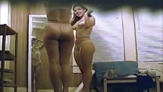 Dos amigas filman un video de sexo en casa en el dormitorio señoras cachondas mexicanas