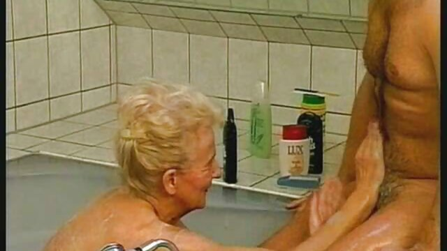 Dueña señoras mexicanas cojiendo rico de casa de campo castiga a criada madura con medias negras