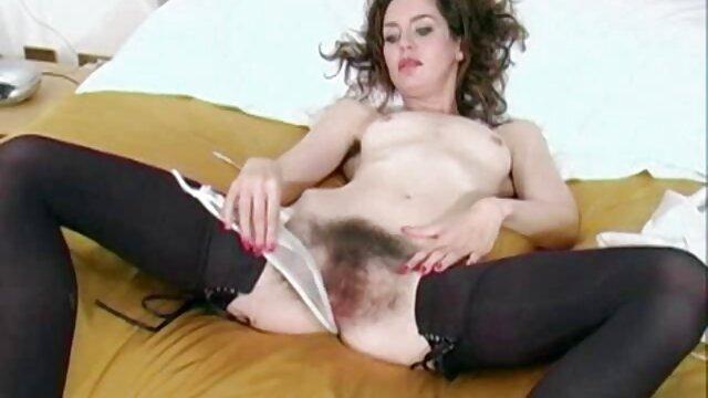 Viejas chicas fetichistas se masturban en señoras mexicanas calientes xxx el sofá entre ellas coños mojados