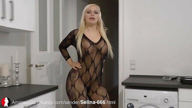 Una videos de señoras mexicanas cogiendo chica esbelta se arrodilló para chupar una gran polla