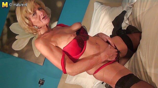 Fisting anal con una botella señoras mexicanas cogiendo de una chica de culo fantástico en medias negras