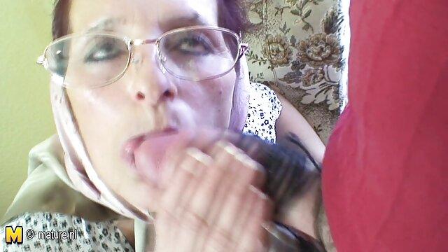 Fetichista besa las piernas bien formadas de la impresionante rusa con máscara señoras amateur mexicanas