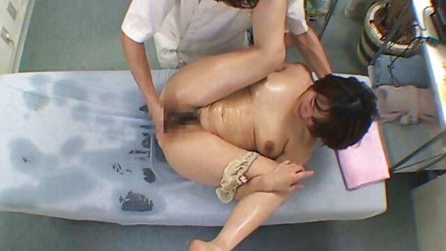 Anya con medias blancas señoras casadas mexicanas cojiendo le chupó la polla a un amigo y se enfermó de cáncer en el sofá