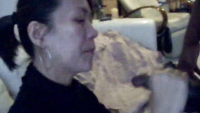 Un videos de señoras maduras mexicanas hombre adulto con un amigo en dos baúles se folla a una jovencita de grandes tetas