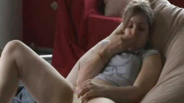 Se mete la mano en el culo roto y graba el fisting cojiendo con señoras mexicanas anal en la cámara