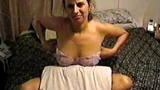 Sexo amateur de una pareja joven por señoras mexicanas masturbandose primera vez en cámara